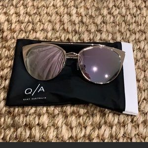Quay gold sunnies with mirrored lens EUC